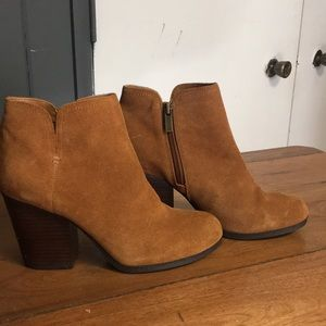 Women's Kenneth Cole size 8.5 booties.